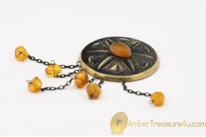 VINTAGE Artisan Butterscotch BALTIC AMBER Brooch