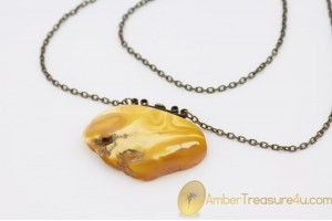 VINTAGE Unique Color Genuine BALTIC AMBER Pendant