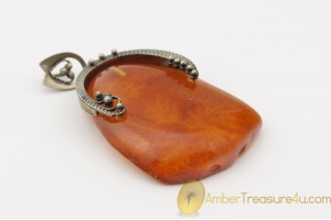 VINTAGE Carved Genuine BALTIC AMBER Pendant